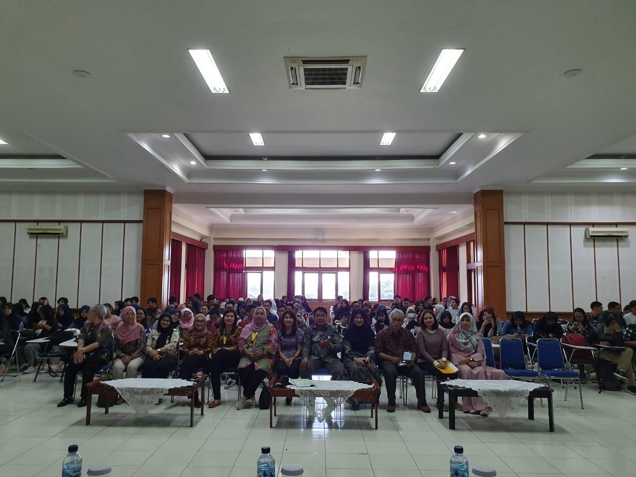Kuliah Umum Fakultas Bahasa