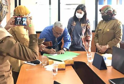 Penandatanganan MoA antara Fakultas Bahasa Universitas Widyatama dan SMKN 5 Bandung